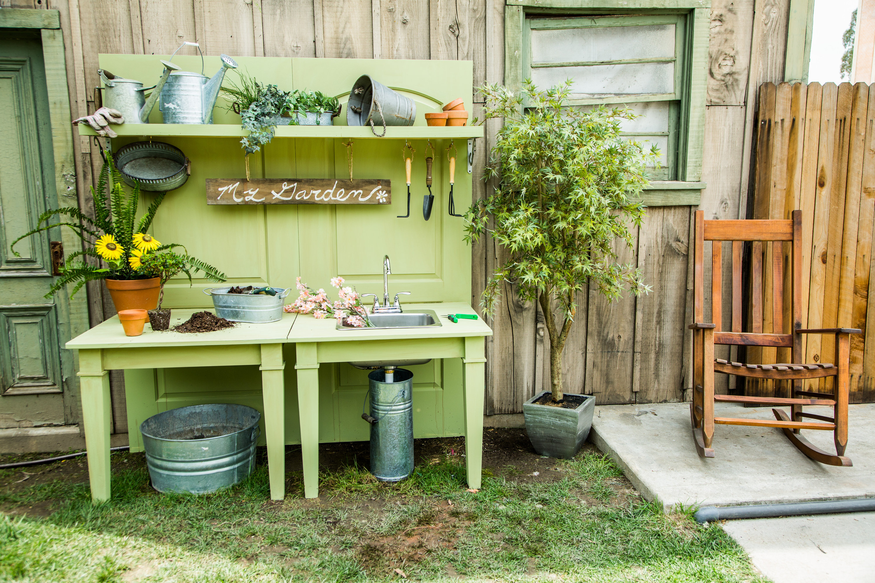 Paletten Pflanztisch The Ultimate Diy Potting Bench Home And Family Hallmark