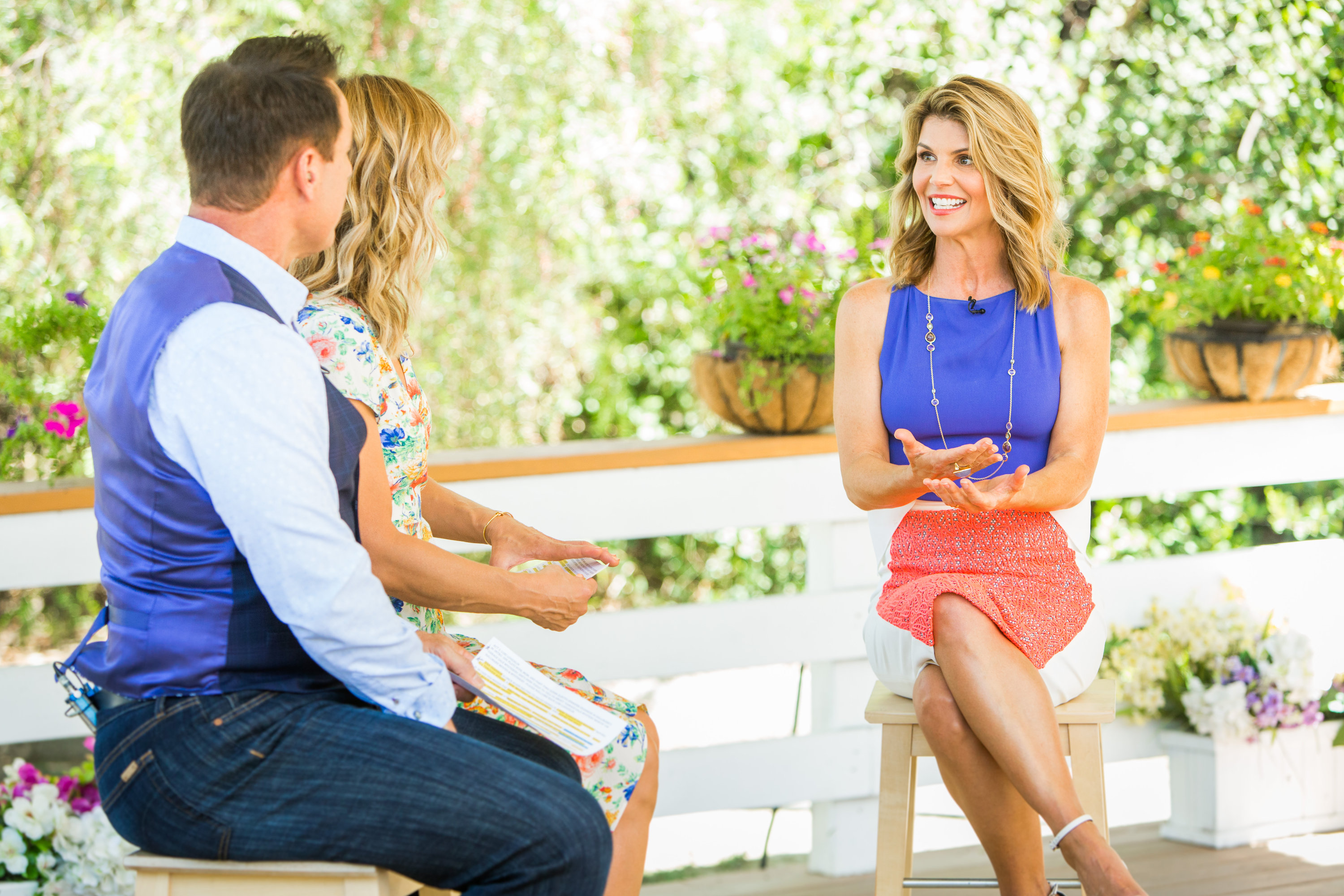 Garage Sale Mystery 5 Lori Loughlin Talks Garage Sale Mystery Home And Family
