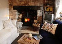 Stylish Cottage Living: 14 Decorating Ideas
