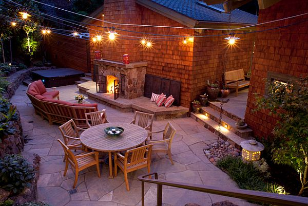 Lounge Terrasse Hosting An Outdoor Party In Autumn