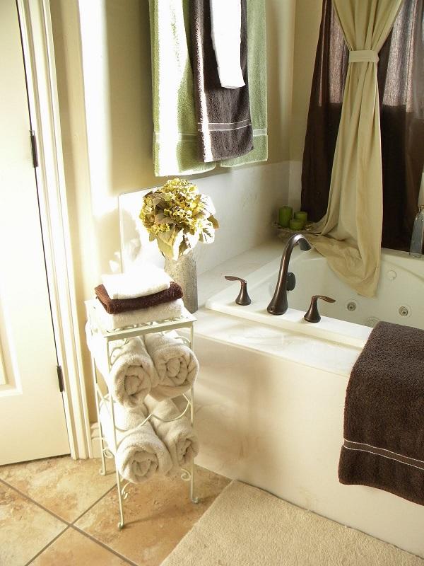 DIY Towel Racks For a Chic Bathroom Update - bathroom towel decorating ideas