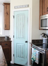 8 Pretty Pantry Door Ideas That Showcase Your Storeroom as ...