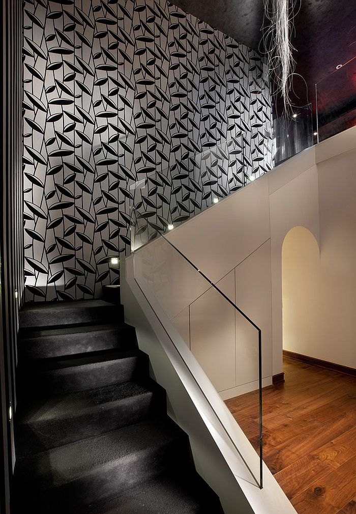 Treppenaufgang Tapezieren 16 Fabulous Ideas That Bring Wallpaper To The Stairway