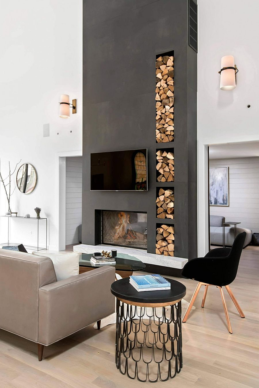 Fotos De Salones Con Chimenea Chicago Church Converted Into A Soaring Single-family Home