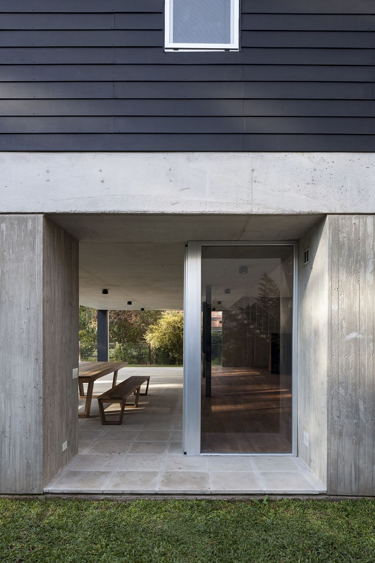 Steel And Concrete Homes House Dv Modern Minimalism Draped In Concrete And Steel