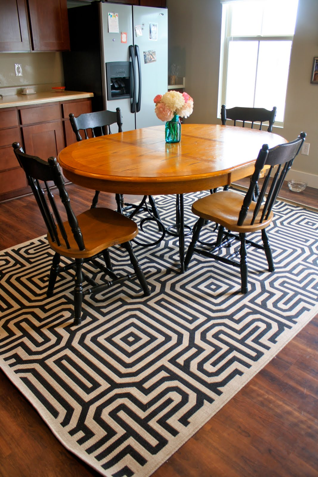 A rug that brings life and vitality into an otherwise simplistic dining room