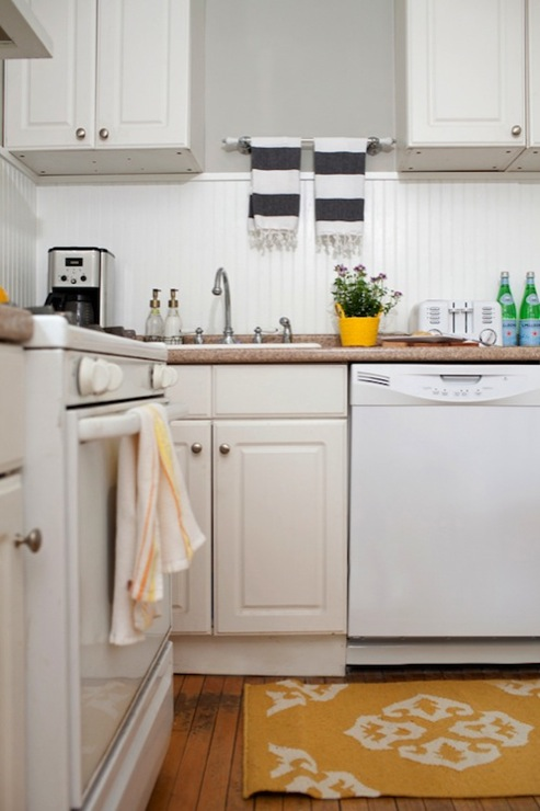 Kitchen Beadboard Walls Design Ideas