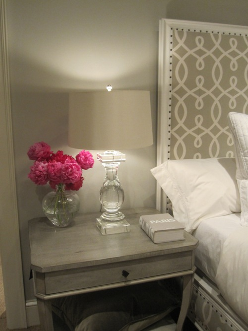 Stunning monochromatic gray bedroom design with soft gray walls paint