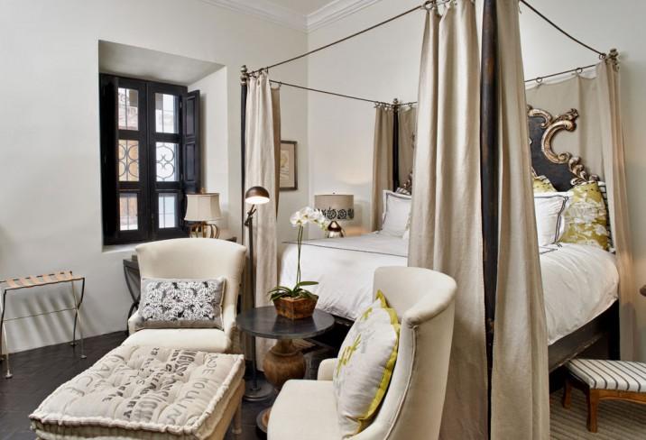 Black And White Wallpaper Living Room Canopy Bed Mediterranean Bedroom Hotel En San Miguel