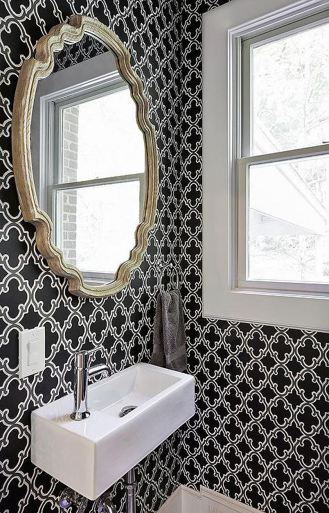 Plastic Tegels Badkamer Powder Room With Black And White Moroccan Wallpaper