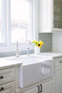 Small farmhouse Kitchen Sink and Vintage Faucet ...