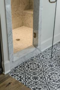 Pics For > Black And White Mosaic Floor Tiles
