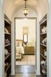 Ceiling Molding - French - bedroom - Yawn Design Studio