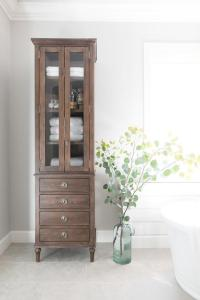 Linen Cabinet Design Ideas