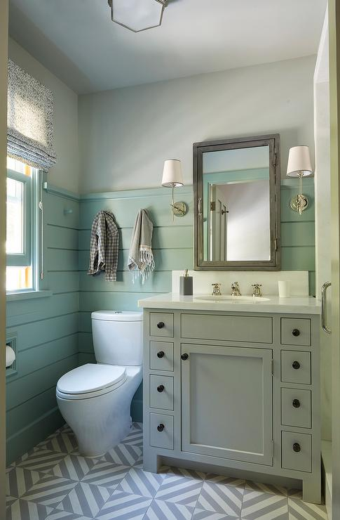 Lampadario Bagno Gray Washstand With Green Shiplap Trim - Cottage - Bathroom