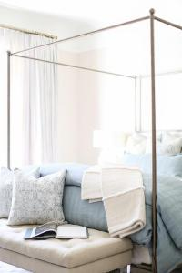 Silver Canopy Bed with Cream Tufted Bench - Transitional ...