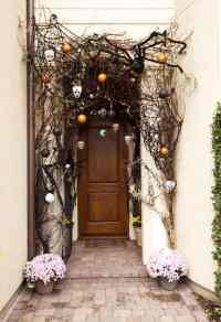 15 DIY Halloween Doors To Spook Trick-or-Treaters With
