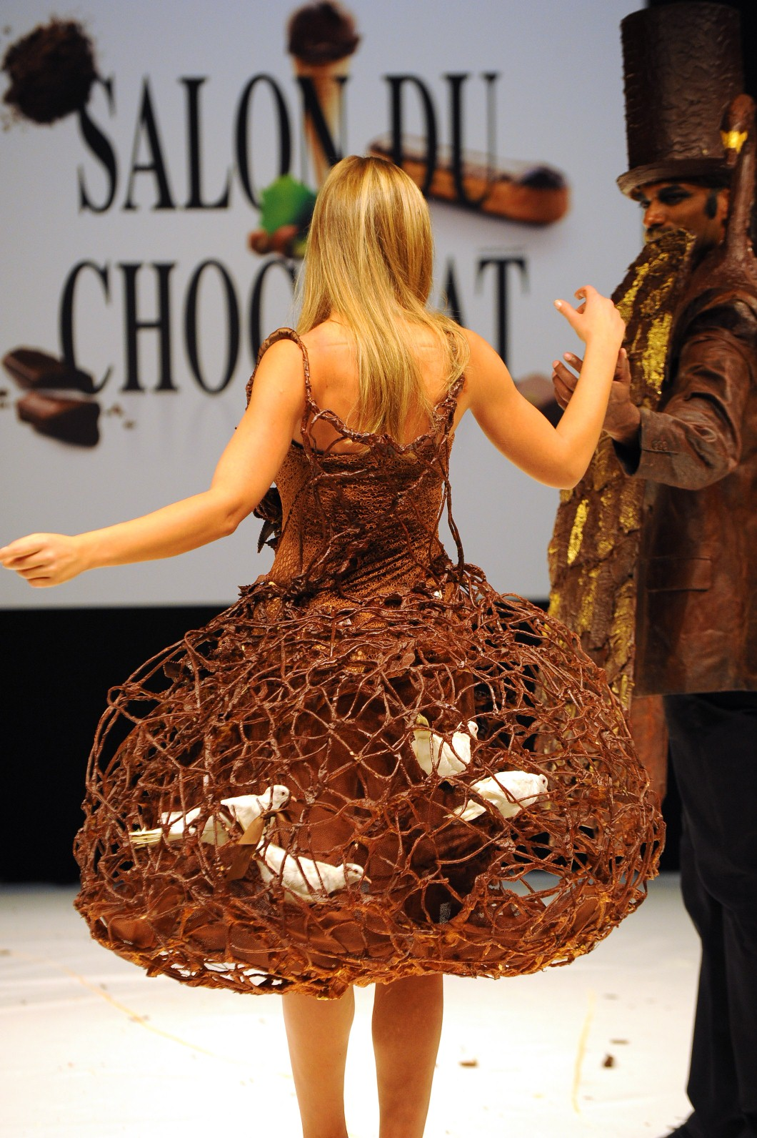 Salon Du Chocolat 2017 Paris French Chocolate Festival Has An Unusual Way To Show Off Chocolate