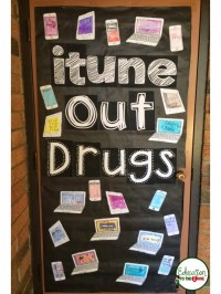itune Out Drugs Door Decoration - Education to the Core