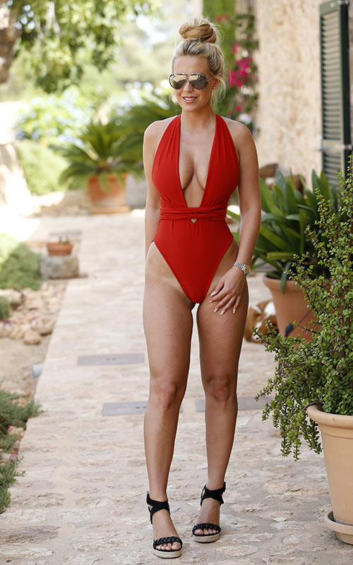 Dream About Wallpaper Falling Off Kate Wright Suffers Tan Line Disaster In Sexy Swimsuit