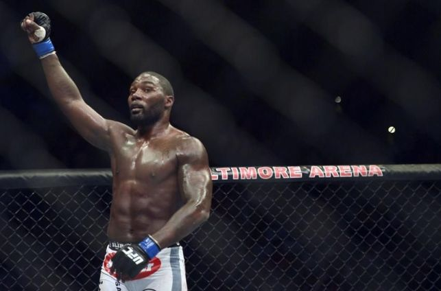 http://i0.wp.com/cdn.fansided.com/wp-content/blogs.dir/229/files/2014/05/phil-davis-anthony-johnson-mma-ufc-172-davis-vs-johnson--850x560.jpg?resize=643%2C424