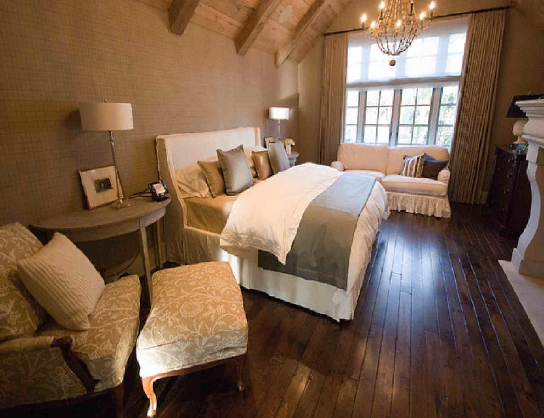 Schlafzimmer einfach dekorieren aquarium dekorieren ideen inspirierend deko schlafzimmer mann - Hohe wand dekorieren ...