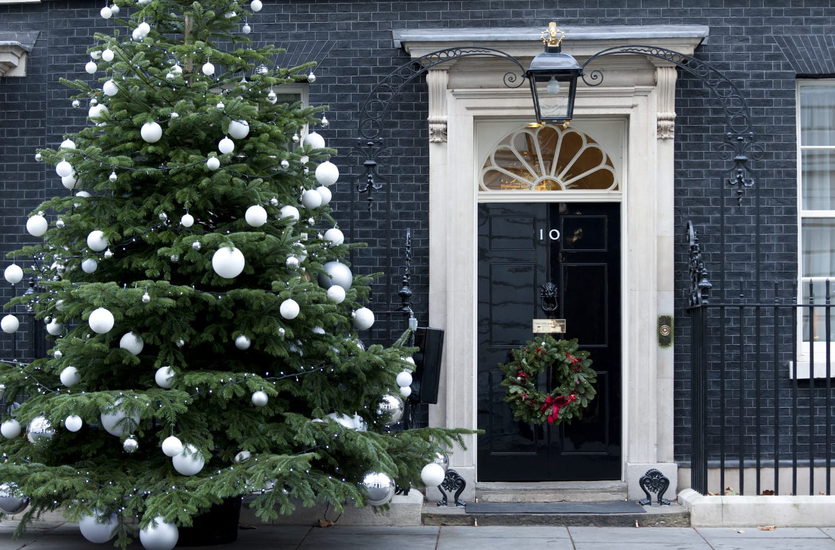 Bett Mit Treppe Number 10 Downing Street At Christmas - Freshouse