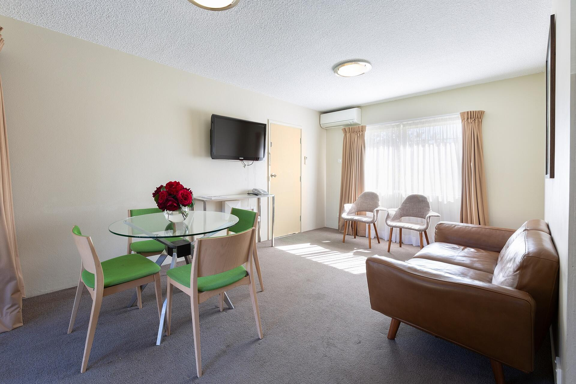 2 Bedroom Accommodation Canberra Hotel Accommodation Canberra Place To Stay Canberra Forrest Hotel