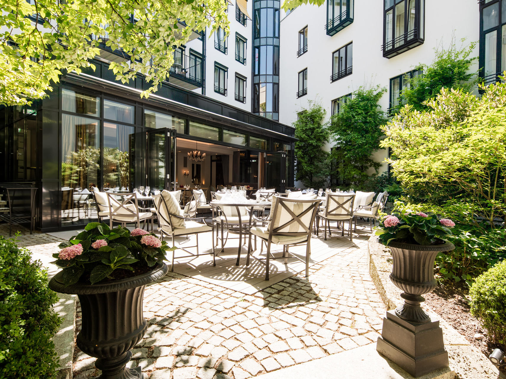 Relax In The Palace Garden Hotel München Palace