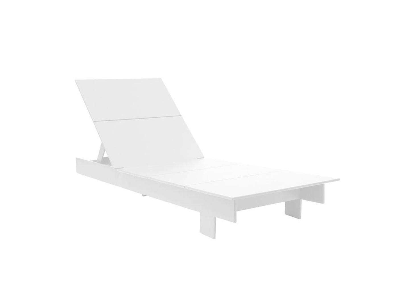 Chaises Elizabeth 10 Easy Pieces Modern White Outdoor Chaise Lounges Gardenista