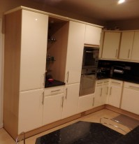 1 x Hygena Fitted Kitchen - Cream Gloss Doors With T Bar ...