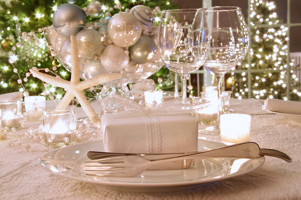 Image credit home designing 10 flower d cor table ideas for christmas