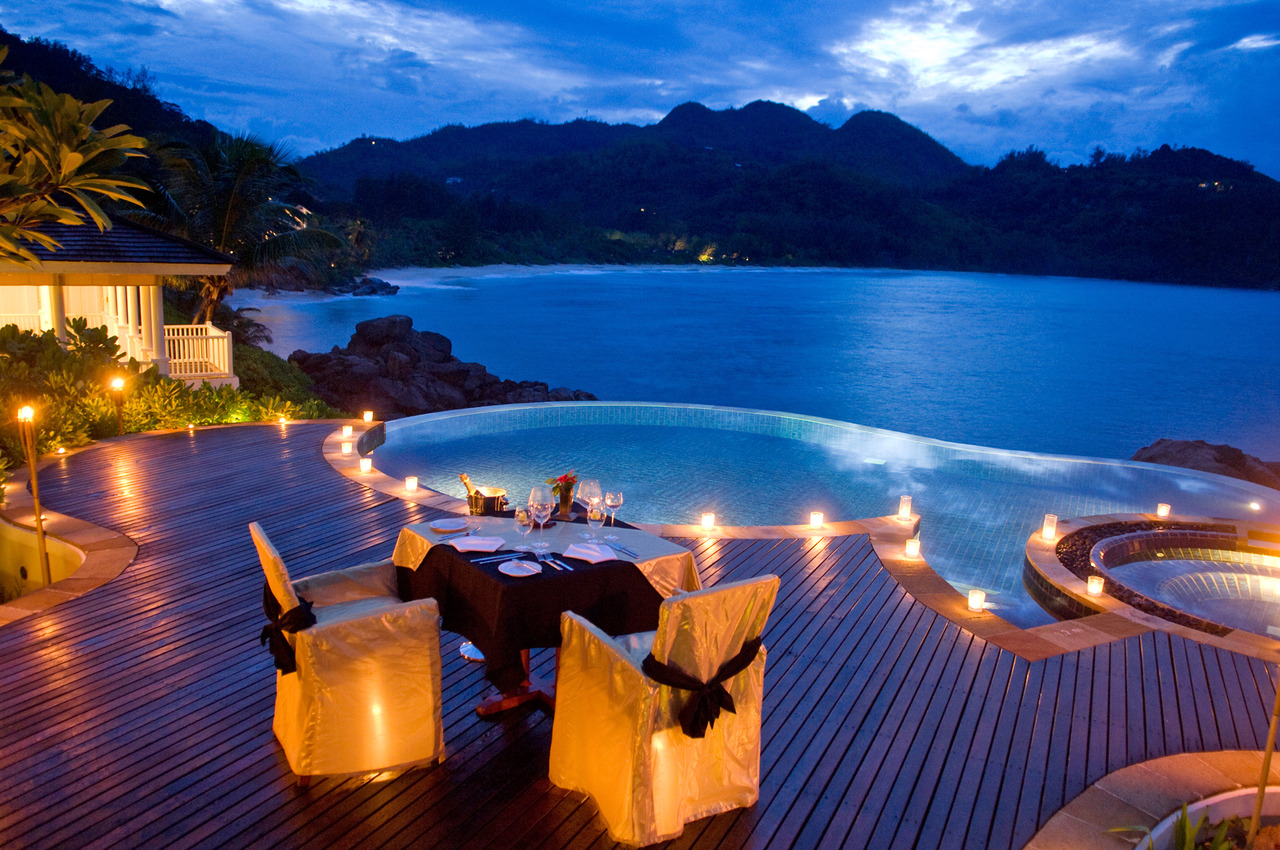 Romantic Pool Ideas Dining By Round Infinity Pool Overlooking Ocean Cliffs Interior