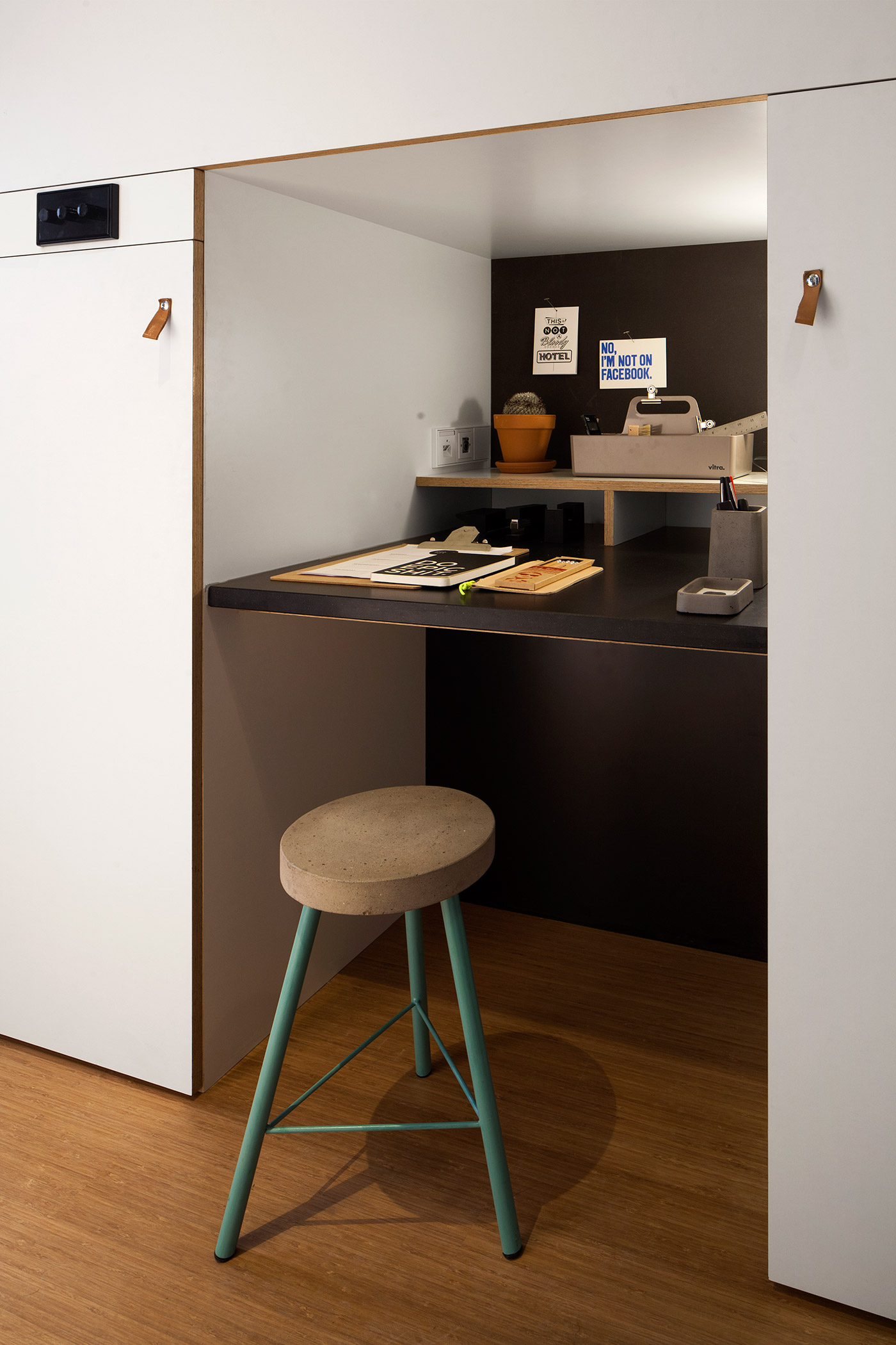 Bureau Professionnel Cocooning 4 Awesome Small Studio Apartments With Lofted Beds