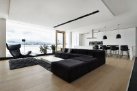 4 Ultra-Luxurious Interiors Decorated in Black and White