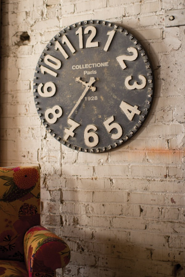 Wanduhr Vintage Look 30 Large Wall Clocks That Don't Compromise On Style