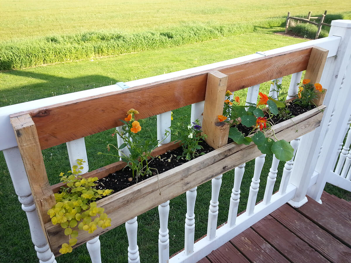 Diy Deck Flower Boxes 32 Best Diy Pallet And Wood Planter Box Ideas And Designs