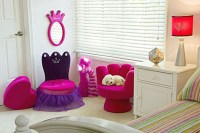 Comfortable Hand Shaped Chair Design | Home Designing