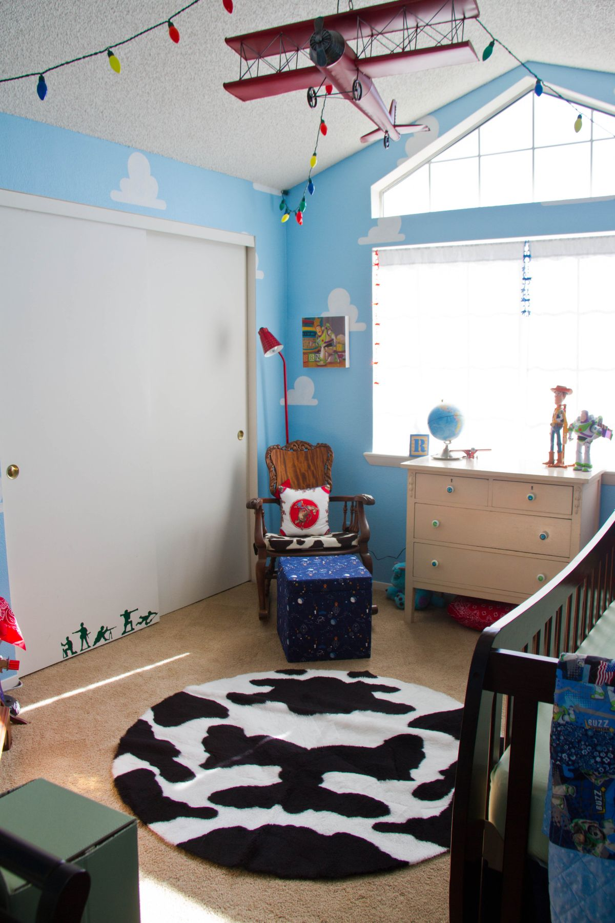 Wallpaper Ideas For Baby Girl Nursery Toy Story Themed Kids Room Design And D 233 Cor Options