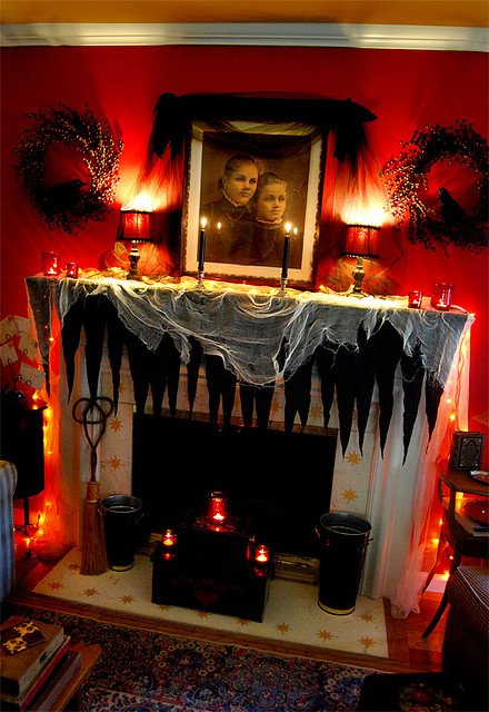 Mirror Collage Halloween Mantle Decorating Ideas