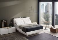 How to decorate a bedroom with white furniture