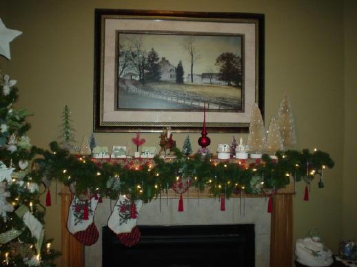 40 Christmas Fireplace Mantel Decoration Ideas - christmas fireplace decor