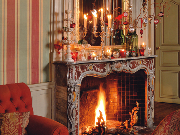 40 christmas fireplace mantel decoration ideas saveenlarge - Fireplace Hearth Christmas Decorating Ideas