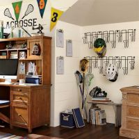 Simple and versatile wall mount hat rack
