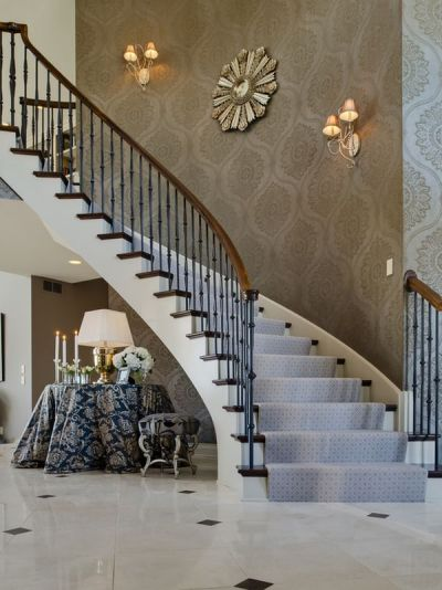 Tips for Utilizing a Stairway Wall