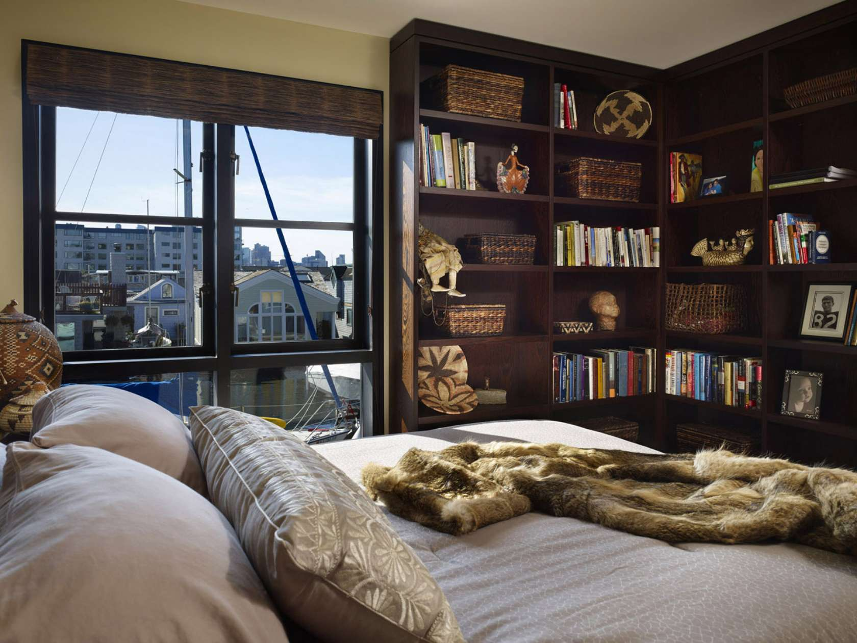 Bookshelf Ideas For Bedroom Clever Ways In Which A Corner Bookshelf Can Fill In The