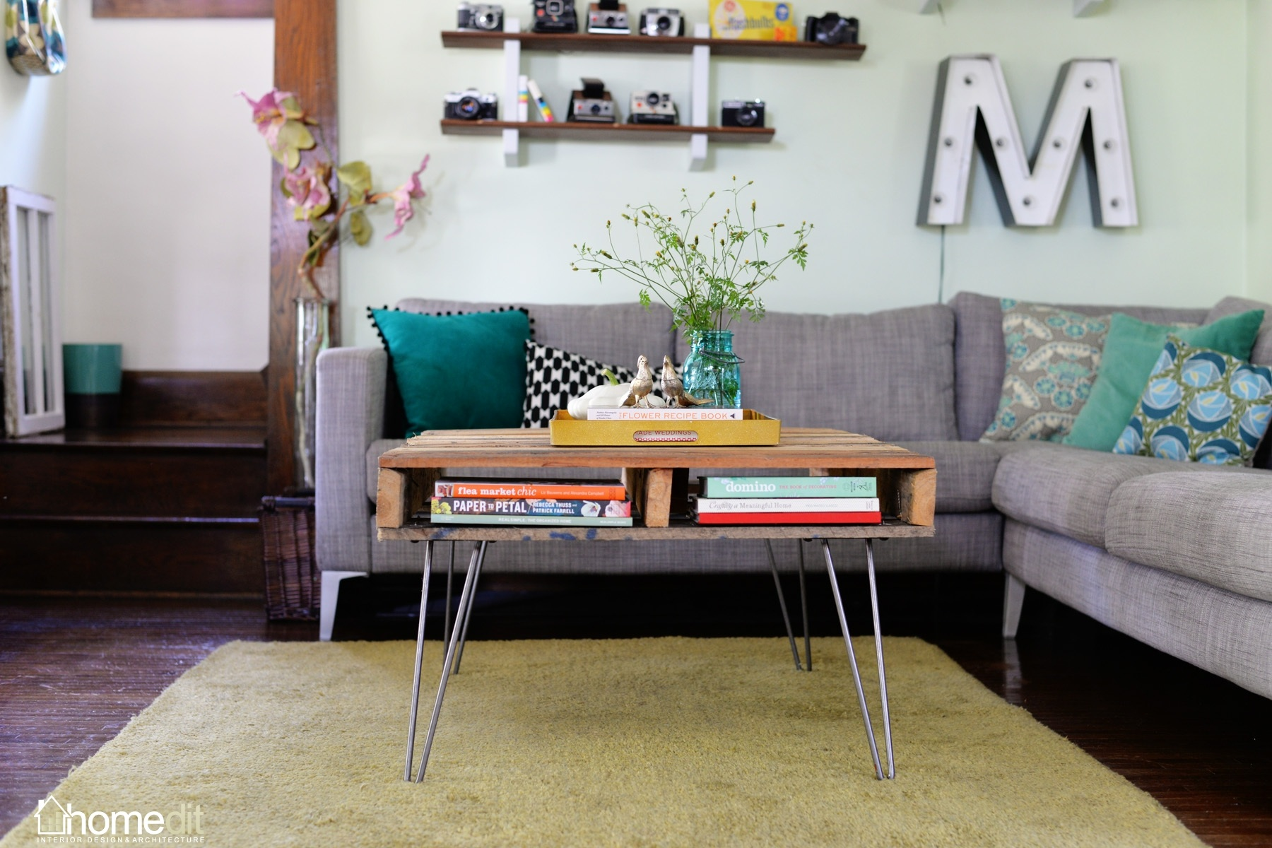 Diy Table With Pallets Diy Pallet Table With Hairpin Legs