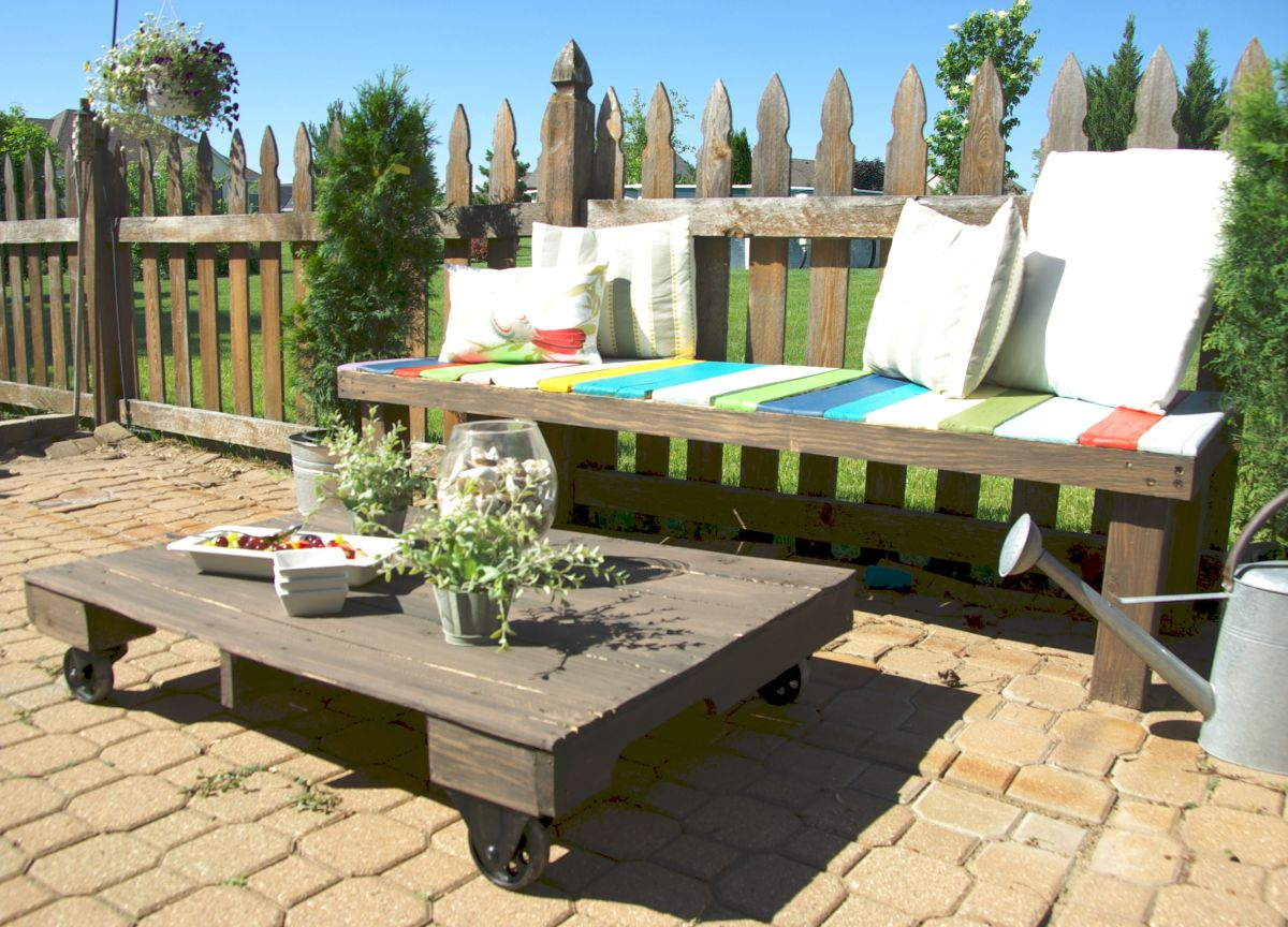 Diy Table With Pallets Maximize Your Outdoor Space With A Pallet Coffee Table On Wheels