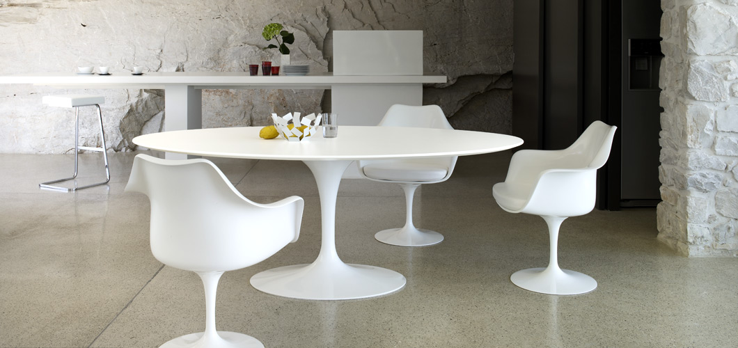 Fly Chaises The Bloom That Doesn't Fade: Saarinen's Tulip Table And Chairs