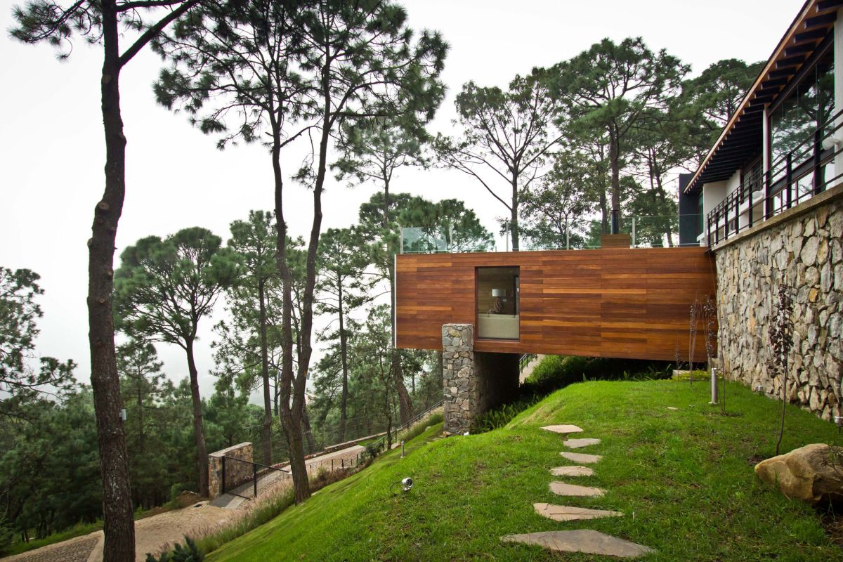Houses In The Forest 15 Hillside Homes That Know How To Embrace The Landscape